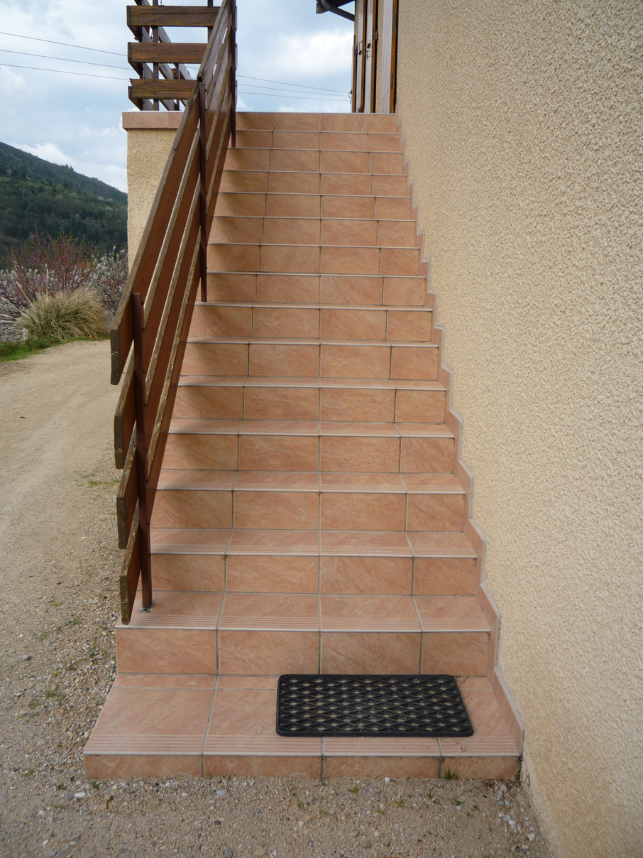 19 carrelage sur escaliers marches et contremarches pictures for Carrelage clips
